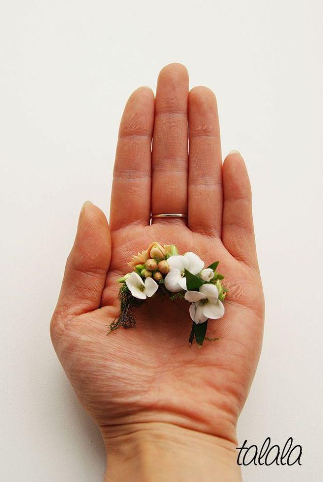 Wianek dla lalki z żywych kwiatów